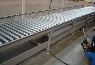 China Flexible Gravity Roller Bed Conveyor , Lineshaft Pallet Roller Conveyor Fire Resistant supplier